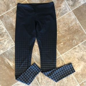 Lululemon gray and black ombré houndstooth